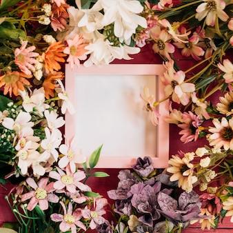 フレーム付きの花の組成