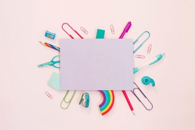 Школьные принадлежности и лист бумаги