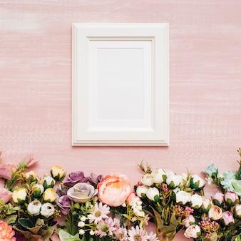 白いフレームの花