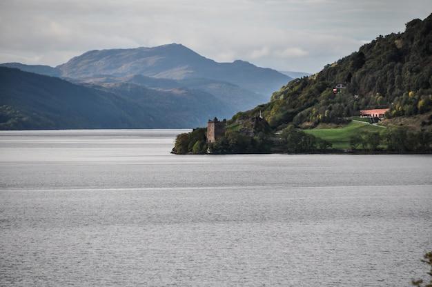 スコットランド城湖
