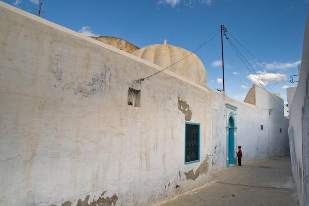 チュニジアの通り、青い建築