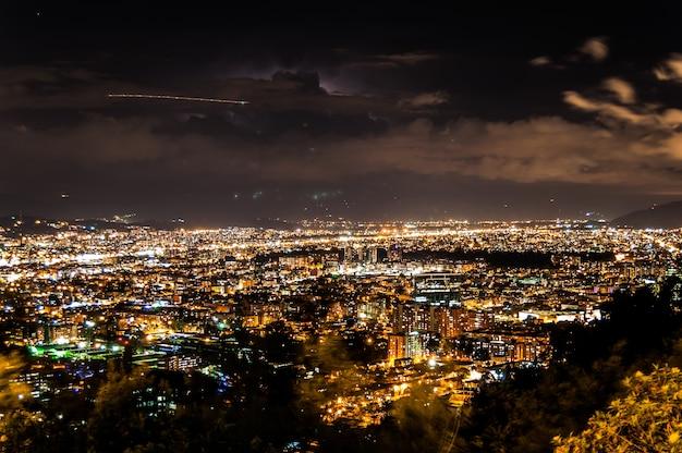 夜のボゴタコロンビアの風景