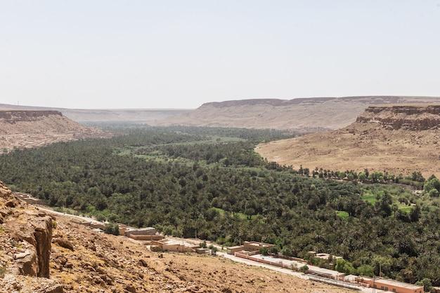 肖像画と風景。モロッコ