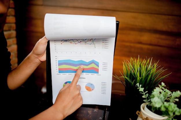 ワークデスク・グラフ・ペーパー・ペーパー・ビジネス成功