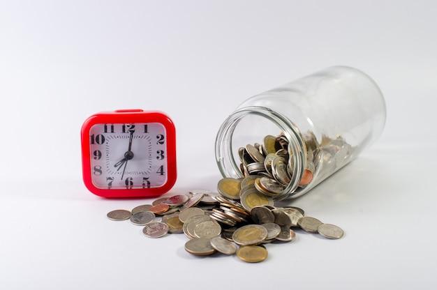 Экономить деньги, копить деньги на будущее впереди жизни.