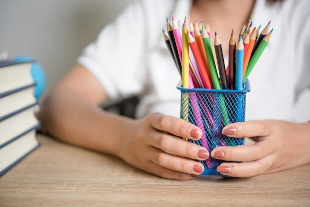 研究と鉛筆の本機