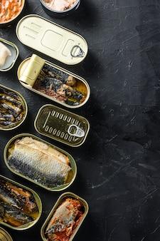 様々な魚と開かれた缶の平面図