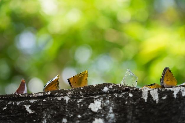 家の周りの境界壁追加のメガネは盗難防止のために熱心です。