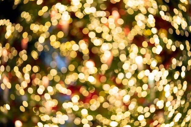クリスマスツリーからボケライトが複数から点灯している