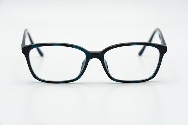 光沢のある黒いフレームと黒目メガネ眼鏡