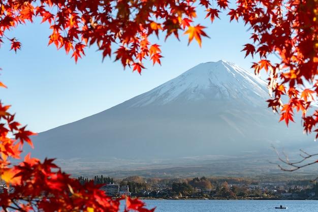 富士山と紅葉の紅葉の風景川口子