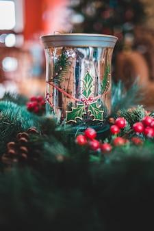透明なガラスのクリスマスの装飾