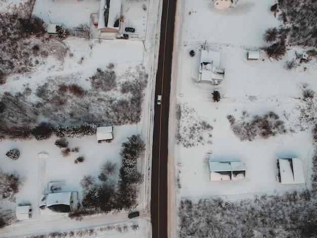 冬の道路の空撮