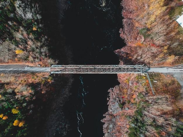 Аэрофотоснимок серого моста