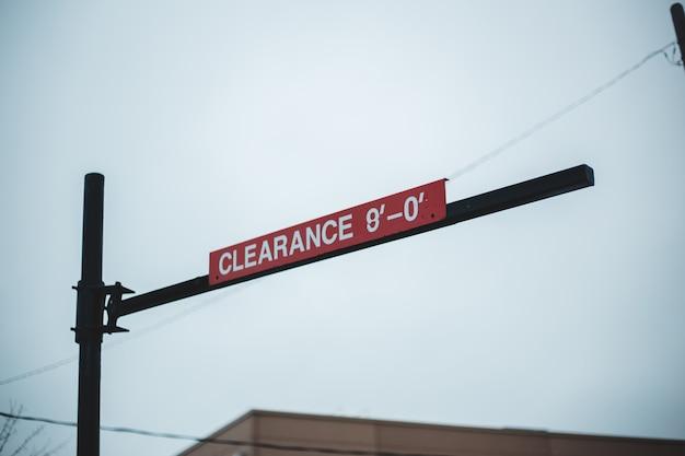 空を背景に赤い道路標識