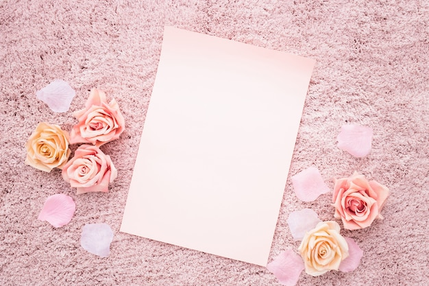 ピンク色のパレットと美しい構図