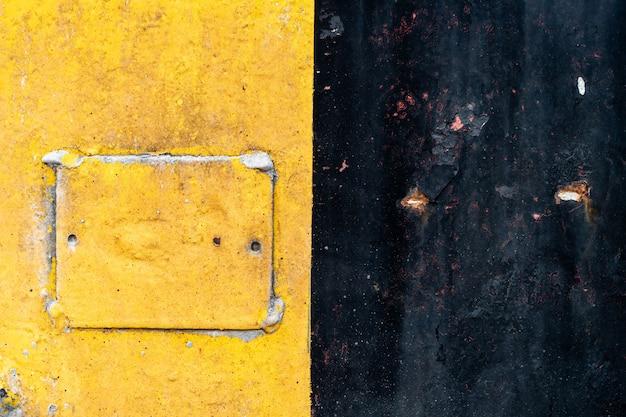 黄 - 黒鋼は使用と期間から磨耗があります。