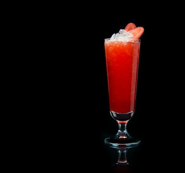 Клубничный коктейль с колотым льдом