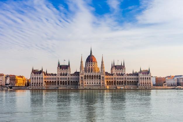 ヨーロッパ、ハンガリーのブダペストのパノラマの街並み。