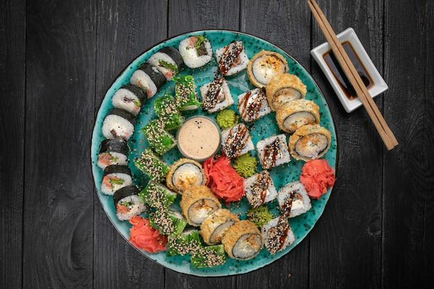 Различные виды суши роллов