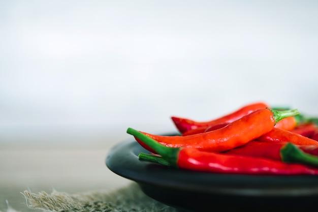 新鮮な赤唐辛子、抗酸化ハーブ食品の豊富な