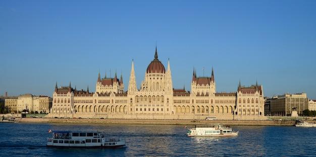 Здание парламента будапешта