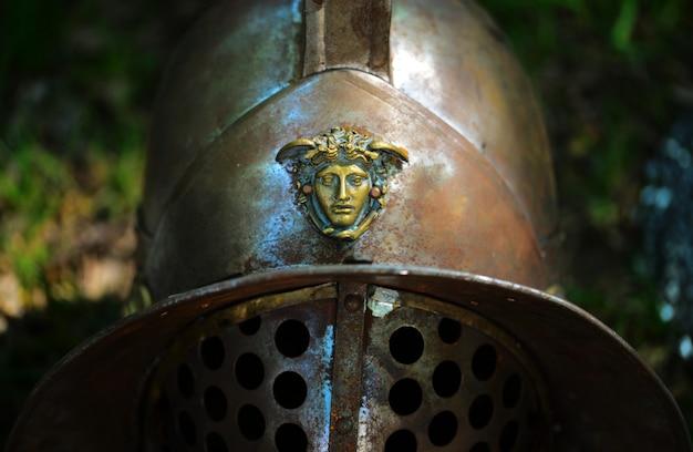 Гладиатор металлический шлем