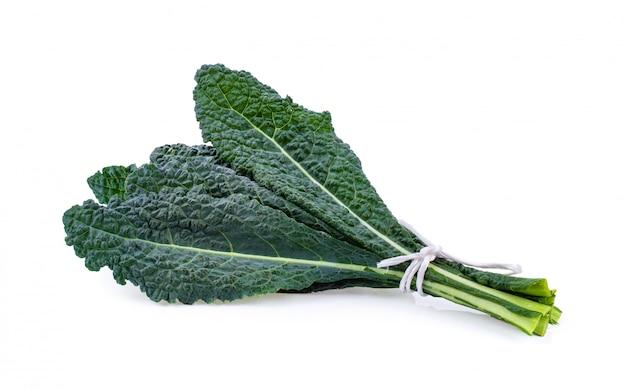 Свежие органические зеленые листья капусты