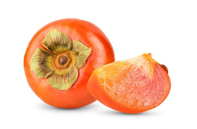 白い背景に分離された新鮮な熟した柿。完全な被写界深度