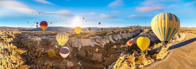 カッパドキアの熱気球飛行