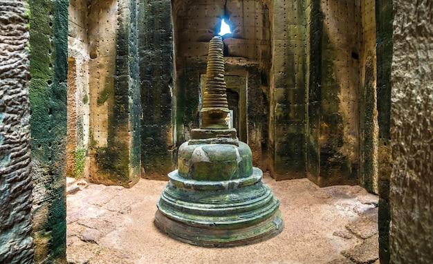 Панорама храма преах-хана в комплексе ангкор-ват в сиемреапе, камбоджа