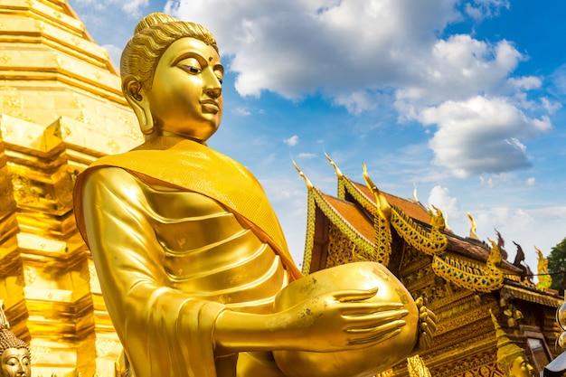 Храм ват пхра тат дои сутхеп в чиангмае, таиланд