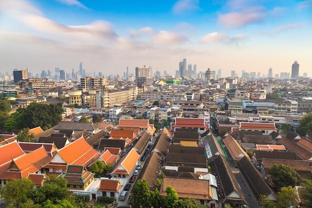 タイ、バンコクのワットサケット寺院の航空写真