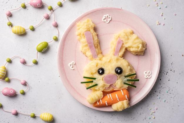 Пасхальный кролик детское блюдо из пюре