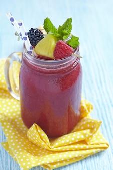 Летний коктейль с ягодами