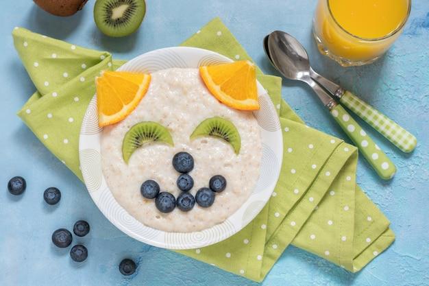 猫子猫のお粥オートミール朝食