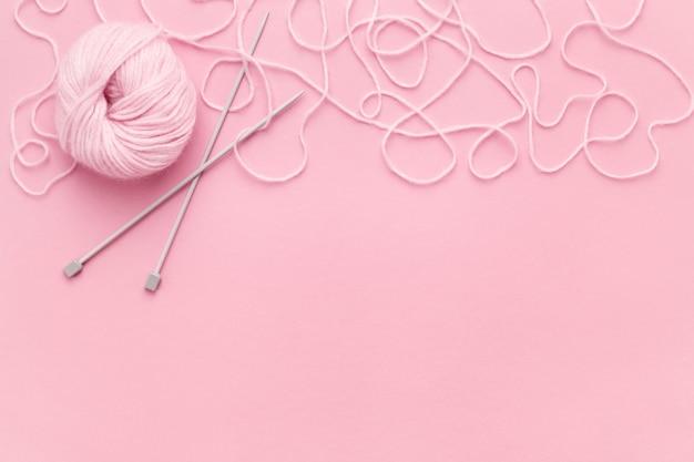 編み針付きピンク糸
