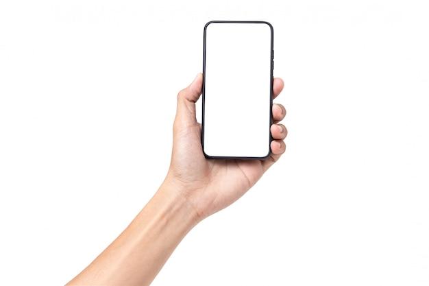 Рука человека держит мобильный смартфон с пустой экран на белом фоне
