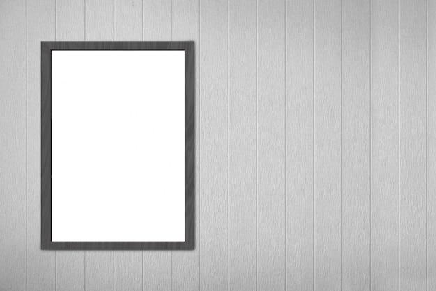Опорожните пустую белую доску картинной рамки на серой деревянной стене панелей.