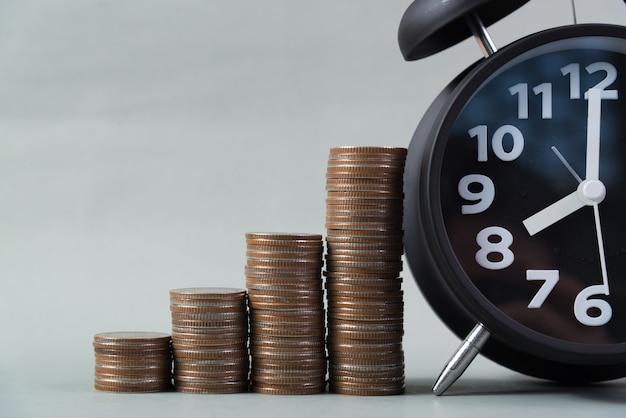 Стеки будильника и монет