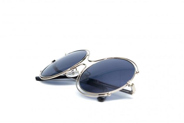 Солнечные очки круга изолированные на белизне.
