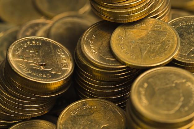Увеличивающиеся столбцы монет