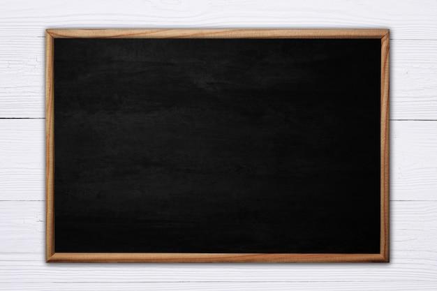 抽象的な黒板または黒板に木製フレーム