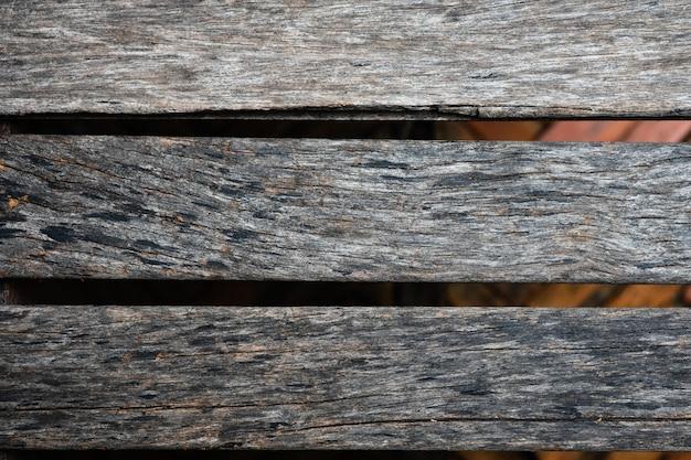 Старая коричневая деревянная планка с естественным полосатым фоном