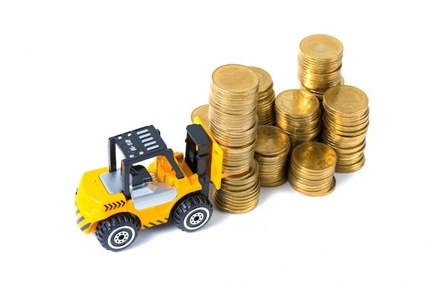 金の硬貨のステップを持つミニフォークリフトトラックローディングスタック硬貨