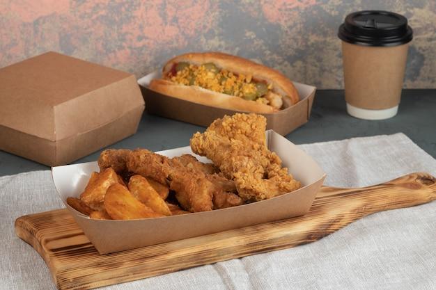 Клинья с курицей в крафтовой упаковке для доставки