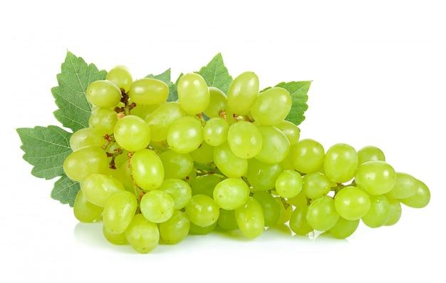 緑色のブドウは、白の背景に