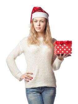 Кавказская женщина с подарком