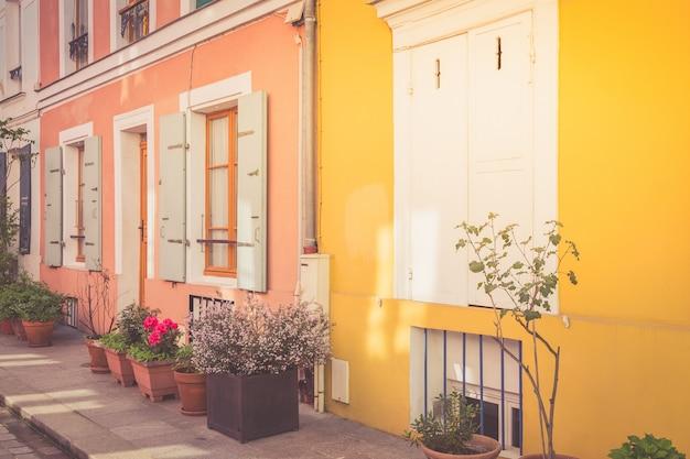 パリのカラフルな家