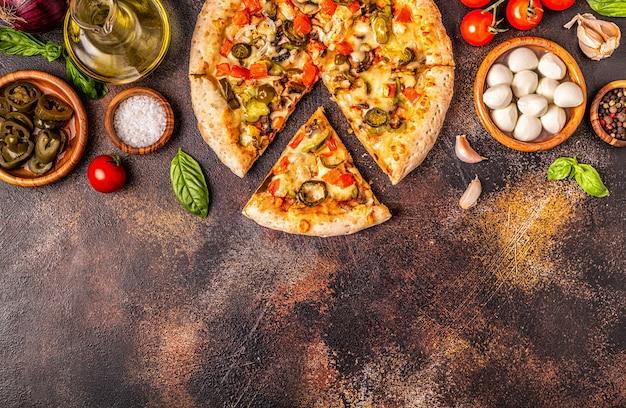 ハラペーニョのコショウとメキシコのピザ